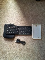 Folding Bluetooth keyboard for tablets/smartphones in Camp Pendleton, California