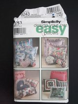 Simplicity 9243 Easy Pillows 30 Pieces UNCUT FACTORY FOLD Thick Pattern in Aurora, Illinois