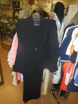 Kasper Ladies Art Deco Black White 2 pc Business Suit Size 8 Petite New With Tags Retails $240 in Westmont, Illinois