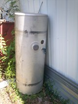 fuel tank  100  gal Freightliner 281 747 2214 or  832 233 9577 please leave a message in The Woodlands, Texas