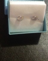 Very nice 14k gold earrings new condition in Plainfield, Illinois