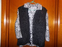 2 pc Black/white top with reversible vest in Fort Riley, Kansas
