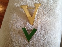 'V' Pins in St. Charles, Illinois