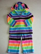 Girl's 12M 2-piece fleece outfit in Bolingbrook, Illinois
