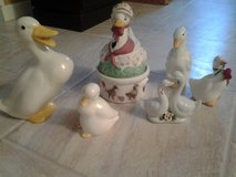5 piece set of ceramic geese/ducks-Dollar Days in Chicago, Illinois