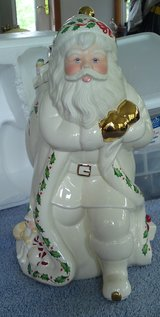 LENOX IVORY&GOLD HOLIDAY HOLLY & BERRY LARGE SANTA COOKIE JAR in Camp Lejeune, North Carolina