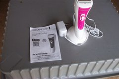 WOMENS REMINGTON SMOOTH & SILKY SHAVER in Bolingbrook, Illinois