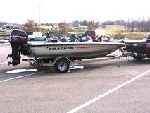 2002 AVALANCHE ALL [ALUMINUM BASS BOAT] in Fort Campbell, Kentucky