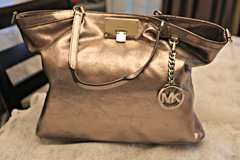 MICHAEL Kors SILVER Handbag (looks gold in pic but it's silver!) in Kingwood, Texas