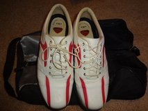 Women's Callaway Golf Shoes- Size 7.5 and carry bag in Bolingbrook, Illinois