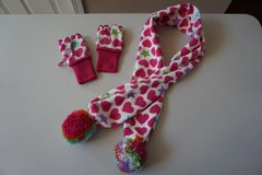 Girls Gap Kids Scarf and Glove Set Size Small 6/7 in Plainfield, Illinois