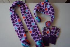 Girls Gap Kids Scarf, Hat, and Glove Set Size Small 6/7 in Plainfield, Illinois