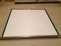 Da-lite Vidio B Model Manual Projection Screen....Great Condition! in Plainfield, Illinois
