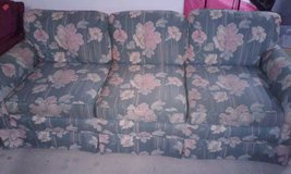 vintage flower couch in Fort Polk, Louisiana