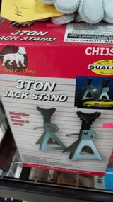 Jackstand,  bottle jack in Yucca Valley, California