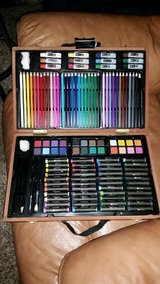 New / Wood / 124 Piece Art & Paint Set in Clarksville, Tennessee