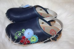 Hanna Anderson Girl's Swedish Black Flower Clogs in Glendale Heights, Illinois