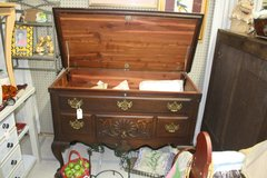 Vintage cedar chest - Reduced in Perry, Georgia