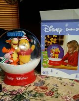 UNIQUE DISNEY WINNIE THE POOH & FRIENDS LIGHTED SNOW GLOBE. in Bolingbrook, Illinois