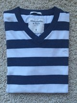 Abercrombie V-Neck T-Shirt - Adult Small in Lockport, Illinois