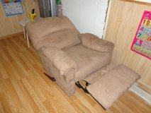 Deluxe single sofa, Little Used,Like New in Plainfield, Illinois