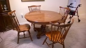 Ethan Allen Round Dining Room Table/chairs in Spring, Texas