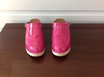 LIKE NEW: Hanna Andersson Swedish Clogs - Deep Pink Size 4 in Aurora, Illinois