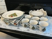 Vintage christmas plates and cups&saucers in Travis AFB, California