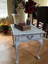 WHITE CHALK Antique vintage shabby chic rustic distressed side table, night stand or coffee table in Bolingbrook, Illinois