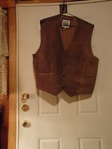 #OFCC BASIC EDITIONS SUEDE VEST SIZE XL  BROWN in Fort Hood, Texas