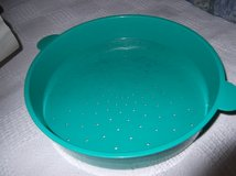TUPPERWARE MICRO STEAMER COLANDER in Cherry Point, North Carolina
