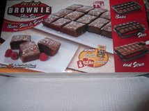 BROWNIE PAN SET    (PERFECT)     nib in Cherry Point, North Carolina