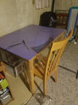 table with 4 chairs in Joliet, Illinois