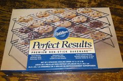 Wilton Perfect Results Premium Non-Stick set of 3 Stacking Cooling Grids  -NEW in Camp Lejeune, North Carolina