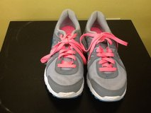 Women Revolution 2 Sneakers - Size 9 in Spring, Texas