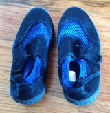 Toddlers Athletech black/blue Pool/beach shoes size 9/10 in Byron, Georgia