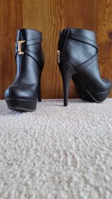 Black bootie heels (7) wore once in Yorkville, Illinois