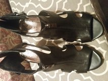 Vince Camuto black leather shoes sz 7M in Fort Bragg, North Carolina