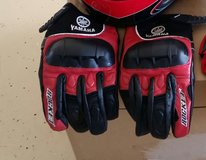 Yamaha large  gloves in Fort Campbell, Kentucky