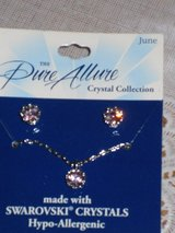 "new ""june"" necklace/earrings in Bolingbrook, Illinois"