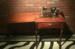 Vintage Antique Singer Sewing Machine in Cleveland, Texas