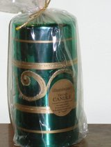 """new 6"""" green/gold candle in St. Charles, Illinois"""