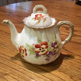 Victoria Carlsbad Austria Teapot with Lid in Glendale Heights, Illinois