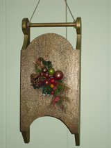 gold sled wall hanging in Glendale Heights, Illinois
