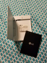 LG V10 extra battery with charging cradle in Lawton, Oklahoma