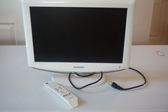 "Samsung 19"" LCD TV (White) in Joliet, Illinois"