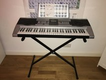 Electric keyboard and stand in Wiesbaden, GE