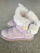 Women's Ugg Australia Bailey Button Short-Sand Size 7 in Bolingbrook, Illinois
