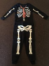Skeleton costume/pajamas in Leesville, Louisiana