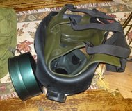 US M40 gas mask with extra pair neutral gray outsert set, manual, checklist and pouch in Camp Lejeune, North Carolina
